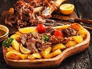 Рецепта Печена агнешко месо от бут с картофи